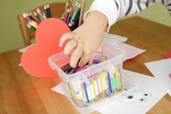 Kinderkunst-und -handwerks-Tätigkeit, Lernen und Bildung Lizenzfreie Stockfotografie