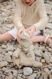 Kindermädchen-Bausteinturm auf dem Strand Stockbilder