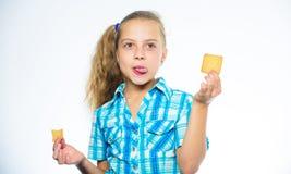 Kindermädchen essen Plätzchen Gesundheit und nährendes Konzept Gute Nahrung ist zur guten Gesundheit wesentlich Nähren, Kalorie z stockbild