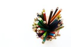 Kindermehrfarbige Bleistifte in der Nahaufnahme Stockfotos