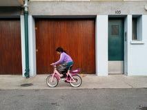 Kinderradfahren Lizenzfreies Stockfoto
