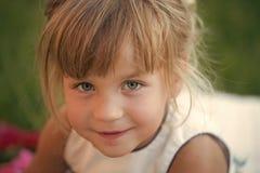 Kinderschönheit, Blick stockfotos