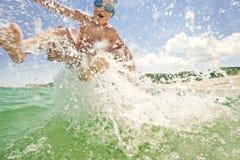 Kinderseespritzen-Wasserschwallwurf Stockbilder
