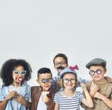 Kinderspaß-Kinderspielerisches Glück-Retro- Zusammengehörigkeits-Konzept Lizenzfreies Stockbild
