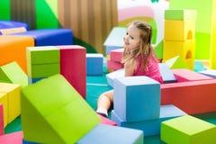 Kinderspiel Baubauklötze Kinderspielwaren Stockbilder