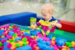 Kinderspiel Baubauklötze Kinderspielwaren Lizenzfreie Stockfotos