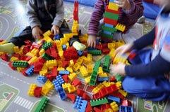 Kinderspielen Stockbild