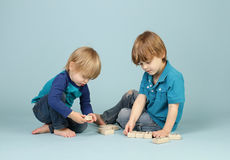 Kinderspielen Stockbilder