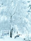 Kinderspielplatz im Freien im Winter Stockfotografie