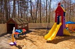 Kindertagesstättespielplatzausrüstung lizenzfreie stockbilder