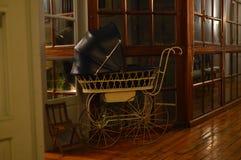 Kinderwagenfünfziger jahre Innenraum, Möbel, Weinlese, Dekoration stockbild