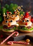 Kinderweihnachtsburger Ren Hackfleisch mit Soße lizenzfreie stockfotografie
