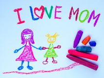 Kinderzeichnung der Mutter ihre Tochter halten Lizenzfreies Stockfoto