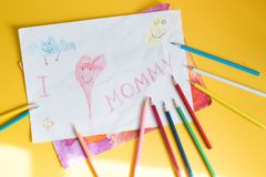 Kinderzeichnung für Mama Stockbild