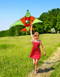 Kindflugwesendrachen im Freien. Lizenzfreies Stockfoto
