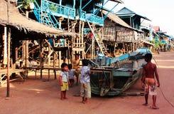 Kindheit an Kambodscha-Dorf Lizenzfreie Stockbilder