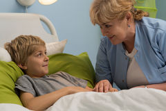 Kindly senior pediatrician Royalty Free Stock Image