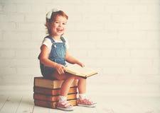 Kindmeisje met boeken Royalty-vrije Stock Foto