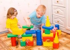 Kindspiel mit Spielwaren Lizenzfreies Stockfoto