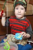 Kindspiele im Fischen stockfotografie