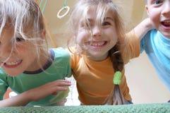 Kindspielen stockbilder