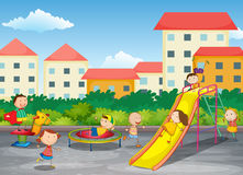 Kindspielen im Freien Stockbild