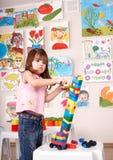 Kindspielenaufbau stellte in Spielraum ein. Stockbild
