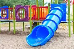 Kindspielplatz im Park Stockbilder