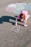 Kindzeichnung im Park Lizenzfreies Stockfoto