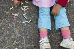 Kindzeichnung mit Kreide. Stockbilder