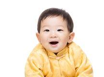 Kines behandla som ett barn med den traditionella dräkten royaltyfria foton