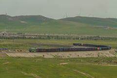 Kines för exportbehållare för port den järnväg transporen Royaltyfria Bilder