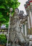 Kines stenar statyn på Wat Pho i Bangkok royaltyfri bild