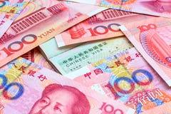 Kines Yuan Note med det kinesiska visumet royaltyfri fotografi