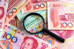 Kines Yuan Note med det kinesiska visumet arkivbild