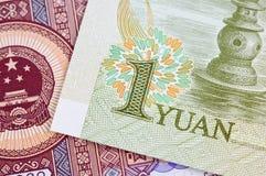 Kinesanmärkningar och mynt Arkivfoto