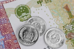 Kinesanmärkningar och mynt Royaltyfri Foto