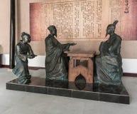 Kinesen belägger med metall statyn Royaltyfri Foto