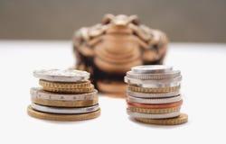 kinesen coins grodan Fotografering för Bildbyråer