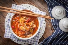 Kineshöna med grönsaker Arkivbild
