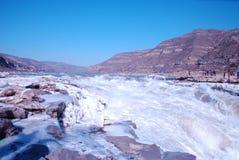 KinesHukou vattenfall som fryser i vinter Royaltyfri Foto