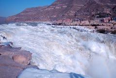 KinesHukou vattenfall som fryser i vinter Royaltyfri Bild