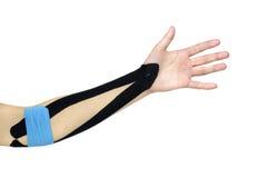 Kinesiotaping Arm Lizenzfreie Stockbilder