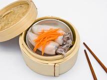 kinesisk ångad dimsumtioarmad bläckfisk Arkivbild