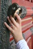 kinesisk öppning för dörrinfallhand Arkivbild