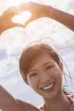 Kinesisk asiatisk ram för finger för hjärta för kvinnaflickahand Royaltyfri Foto