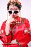 Kinesisk bröllopsklänning och en härlig brud fotografering för bildbyråer