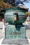 Kinesisk bronze vase Arkivfoton