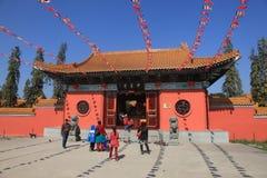 Kinesisk buddistisk kloster i den Mayadevi templet royaltyfri foto