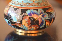Kinesisk Cloisonne - en detalj - nära övre Royaltyfri Bild